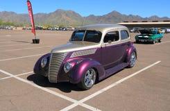 古董车:1937年福特-风俗 免版税库存照片
