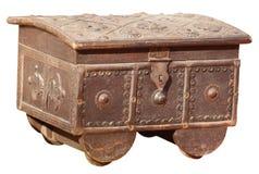 古董,在白色背景的印地安珍宝箱子 免版税库存照片