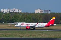 古西班牙明确空中客车A320飞机着陆在柏林特赫尔机场 库存图片