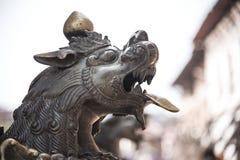 古铜做了雕象狮子 免版税库存照片