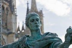古铜的皇帝康斯坦丁约克大教堂外 免版税库存图片