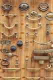古铜色和黄铜门把手 图库摄影
