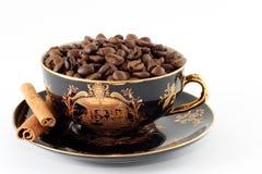 古铜色咖啡粒 免版税库存图片