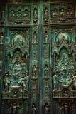 古铜色大教堂门中央寺院佛罗伦萨意&# 库存图片