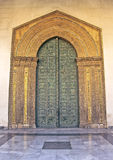 古铜色大教堂monreale门户 免版税图库摄影