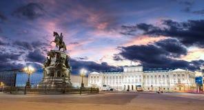古铜色御马者铜御马者彼得大帝雕象在圣彼得堡 免版税库存图片