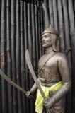 古铜色泰国历史记录军事的雕象 库存照片