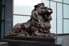 古铜色狮子雕塑雕象 库存图片