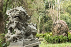 古铜色狮子雕象 库存照片