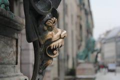 古铜色狮子面孔在慕尼黑 免版税库存照片