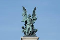 古铜色符号雕塑 免版税图库摄影