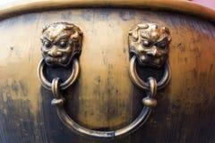 古铜色缸在故宫 免版税库存照片