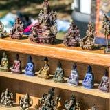 古铜色菩萨、Ganesh和亚洲妇女雕象美好的显示  免版税库存照片