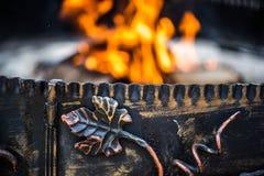 古铜色藤装饰品,营火 免版税图库摄影