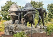 古铜色采伐的遗产纪念雕象, Enumclaw,华盛顿 库存照片