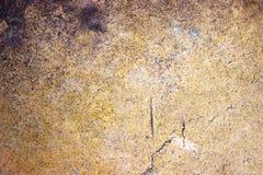 古铜色金属背景特写镜头,与一种金黄颜色的表面无光泽的纹理 库存照片
