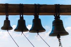 古铜色钟铃声在寺庙的塔 图库摄影