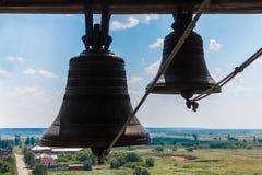 古铜色钟铃声在寺庙的塔 免版税图库摄影