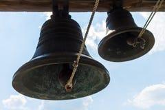 古铜色钟铃声在寺庙的塔 库存图片