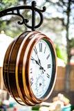 古铜色铜室外时钟 库存照片