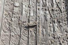 古铜色门,圣洁十字架的大教堂大教堂,奥波莱,波兰 免版税库存照片