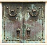 古铜色门 免版税图库摄影