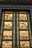 古铜色门Ghiberti,佛罗伦萨,意大利。 库存照片