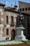 古铜色雕象唐阿尔瓦斯de巴赞,著名海军上将, Plaza de la Villa,马德里西班牙 在住处de西内罗,被创造的i前面的雕象 图库摄影