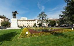 古铜色雕象在德拉Vittoria广场在恩波利 免版税库存照片