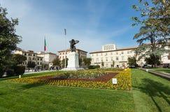 古铜色雕象在德拉Vittoria广场在恩波利 库存图片