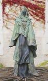 古铜色雕象查家前面的保罗Beckrich  免版税库存图片