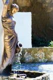 古铜色雕象美丽的女孩 免版税库存图片