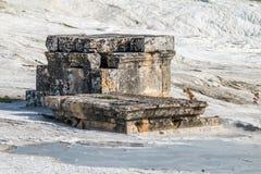 古镇希拉波利斯,现在棉花堡的废墟 库存图片