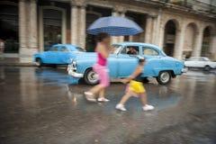 古巴人和葡萄酒美国汽车哈瓦那古巴 库存图片
