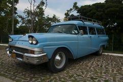 古巴人福特旅行车 库存照片