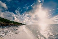 古巴人科科岛在明亮的日落时间的海岛海滩华美,惊人的看法  库存照片