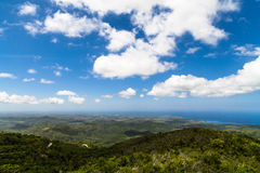 古巴俯视关塔那摩和古巴海岸的观察平台 免版税图库摄影