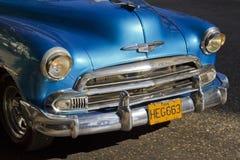 古巴经典汽车蓝色前面  免版税库存照片