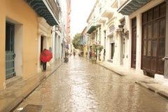 古巴哈瓦那旧城湿街道 图库摄影