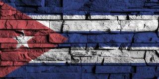 古巴在老砖墙高细节的旗子绘画  皇族释放例证