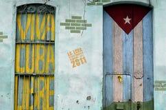 古巴旗子和爱国标志街道画  库存照片
