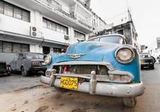 古巴汽车DEZEMBER在Havanna,古巴 加勒比汽车 库存照片