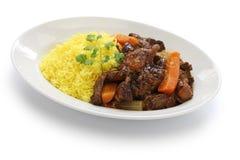 古巴牛尾炖煮的食物用黄色米 库存照片
