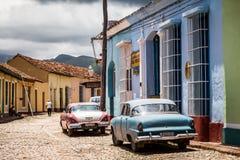 古巴的加勒比经典汽车在街道上停放了在特立尼达 免版税库存图片