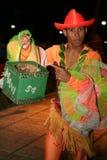 古巴舞蹈家在展示以后收金钱 库存图片