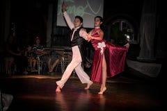 古巴舞蹈家执行他们的艺术 免版税图库摄影
