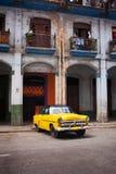 古巴黑色Jellow汽车 图库摄影