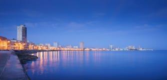 古巴,加勒比海, La Habana,哈瓦那,地平线在晚上 免版税库存照片