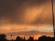 另一橙色朦胧的天空 免版税库存照片