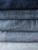 从另外树荫和bri蓝色牛仔裤小条的背景  图库摄影
